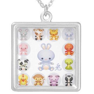 Año chino del zodiaco del collar del conejo