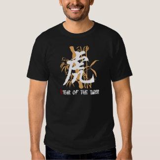 Año chino del zodiaco del negro del tigre remera