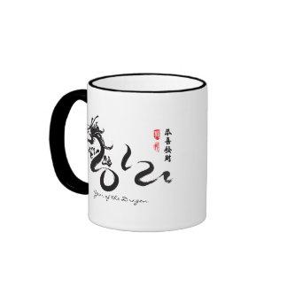 Año de la caligrafía negra del dragón 2012 taza