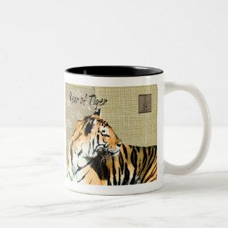 Año de tigre taza de dos tonos
