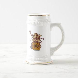 Año del barril del mono por completo de monos jarra de cerveza
