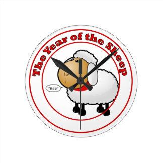 Año del dibujo animado de las ovejas reloj de pared
