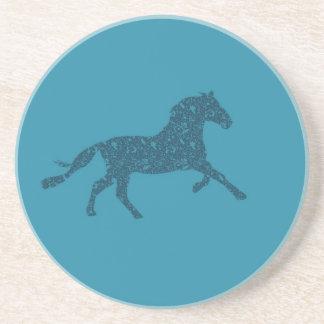 Año del diseño gráfico del caballo posavaso para bebida