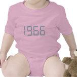 Año del nacimiento - 1966 - cumpleaños traje de bebé