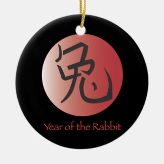 Año del ornamento del conejo - parte posterior del adorno navideño redondo de cerámica