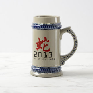 Año del símbolo 2013 de la serpiente jarra de cerveza