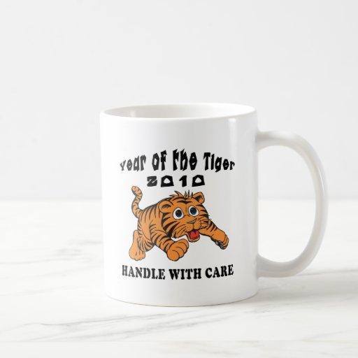 Año del zodiaco del tigre 2010 de bebé del tigre taza de café
