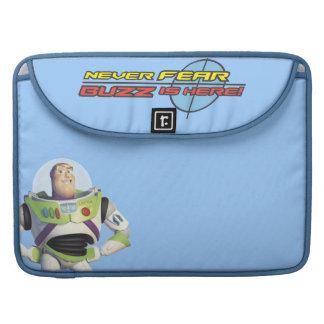 Año ligero del zumbido de Toy Story Fundas Macbook Pro