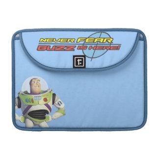 Año ligero del zumbido de Toy Story Fundas Para Macbooks