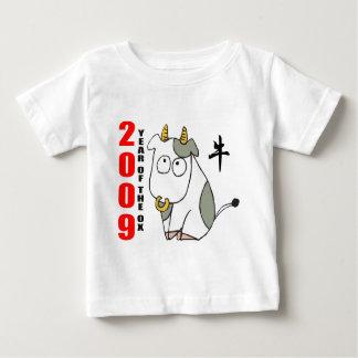 Año lindo de la camiseta del buey playera