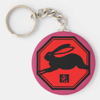 Año rojo y negro del conejo de las camisetas del c llavero redondo tipo pin