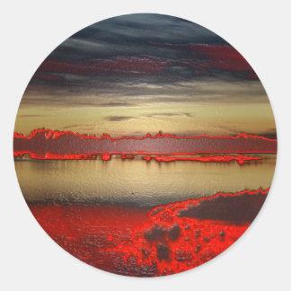 Anochece en la laguna creación libre de colores pegatina redonda