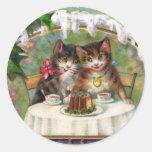 Años Nuevos de gatitos en la cena Pegatina Redonda