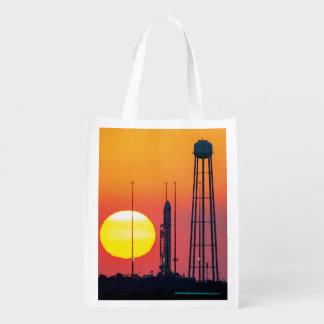 Antares Rocket en la salida del sol Bolsas De La Compra