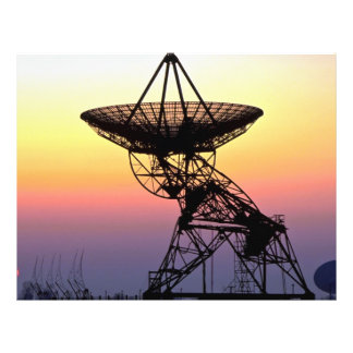 Antena de plato de la radioastronomía tarjeta publicitaria