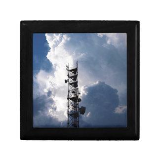 Antena y nubes tormentosas joyero cuadrado pequeño
