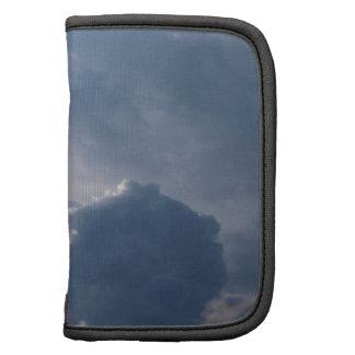 Antena y nubes tormentosas planificador