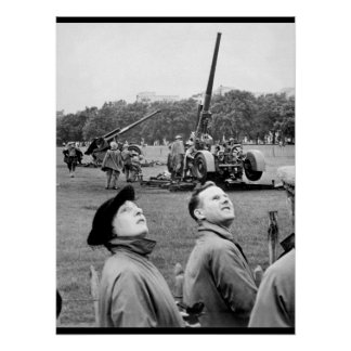 Anti-aircraft guns in Hyde Park go into_War image Poster