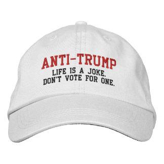 ANTI-TRUMP: La vida es un chiste no vota por uno Gorro Bordado