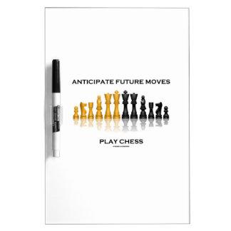 Anticipe el ajedrez futuro del juego de los pizarra