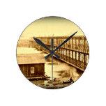 Antigüedad 1890 del puente de Portland Reloj De Pared