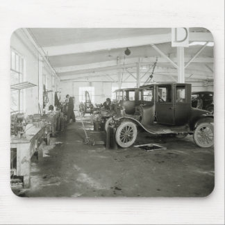 Antique Car Repair Garage, early 1900s Mouse Pad