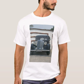 antique mercedes T-Shirt