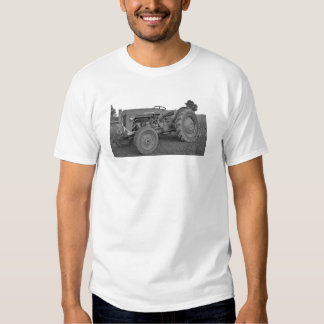 Antique Tractor in Black and White Mens T-Shirt