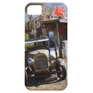 Antique truck at general store in the American iPhone SE/5/5s Case