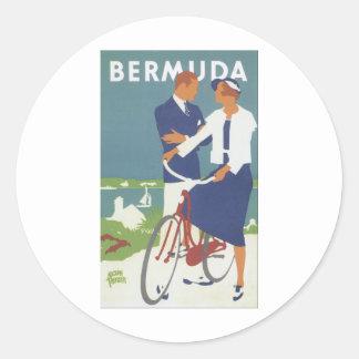 Anuncio de Bermudas que ofrece un tipo joven par Pegatina Redonda