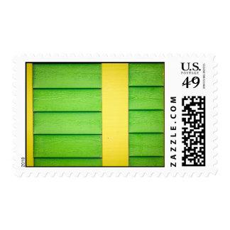 Apartadero de madera verde y amarillo