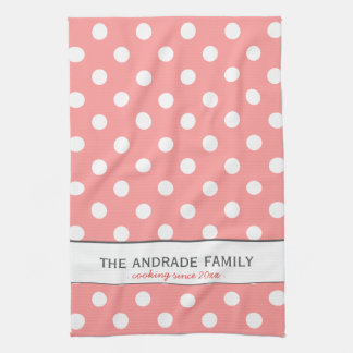 Apellido de encargo en la toalla de cocina rosada