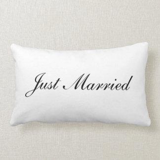 Apenas almohada casada
