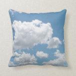 Apenas almohada de las nubes
