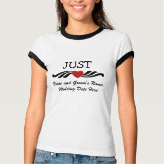 Apenas apenas de la camiseta casada de la novia