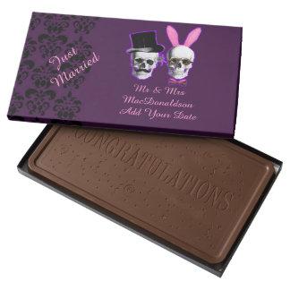 Apenas boda gótico personalizado casado caja con tableta de chocolate con leche grande