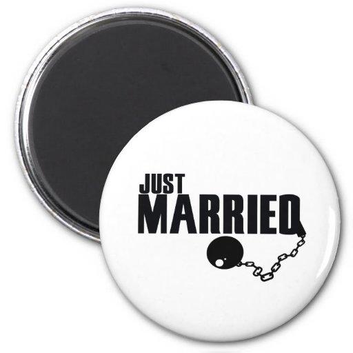 Apenas bola y cadena casadas imán redondo 5 cm