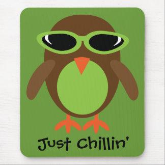Apenas búho de Chillin con las gafas de sol Tapete De Ratón