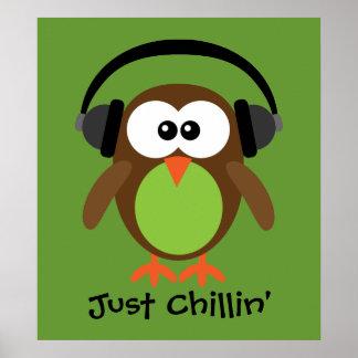 Apenas búho de Chillin con los auriculares Impresiones