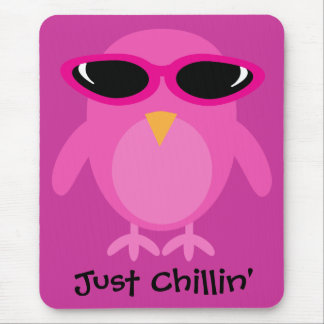 Apenas búho rosado de Chillin con las gafas de sol Alfombrilla De Raton