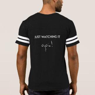 Apenas camisa de observación divertida del fútbol