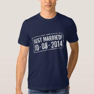 Apenas camiseta casada con 2014 sellos de fecha playera