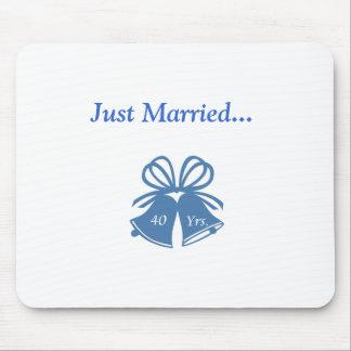 Apenas casado 40 años mouse pads