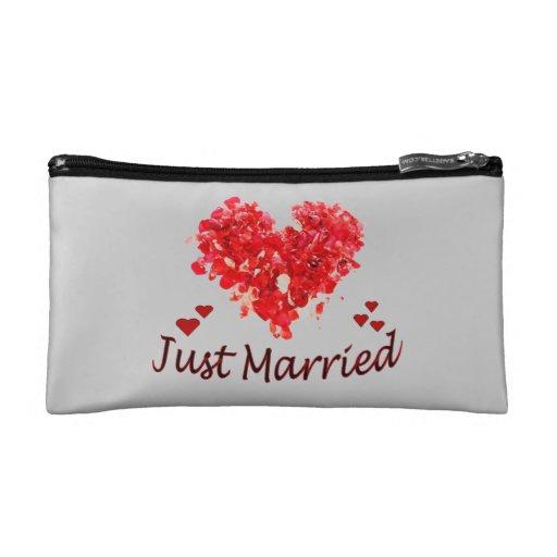Apenas casado casando el bolso cosmético