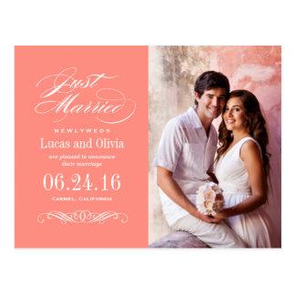 Apenas casado casando el rosa coralino de las invi postales