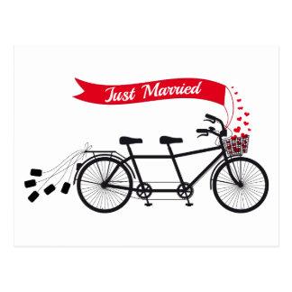 Apenas casado, casando la bicicleta en tándem tarjeta postal