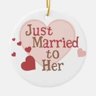 Apenas casado con ella adorno redondo de cerámica