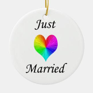 Apenas casado adorno redondo de cerámica