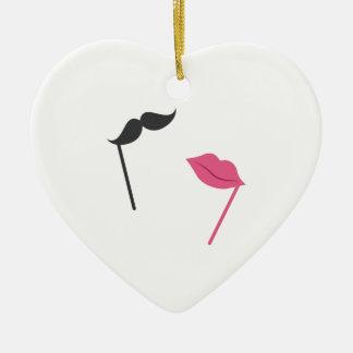 Apenas casado adorno de cerámica en forma de corazón