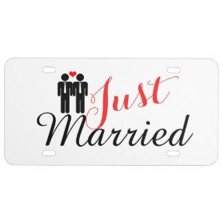 Apenas casado dos novios con el corazón placa de matrícula